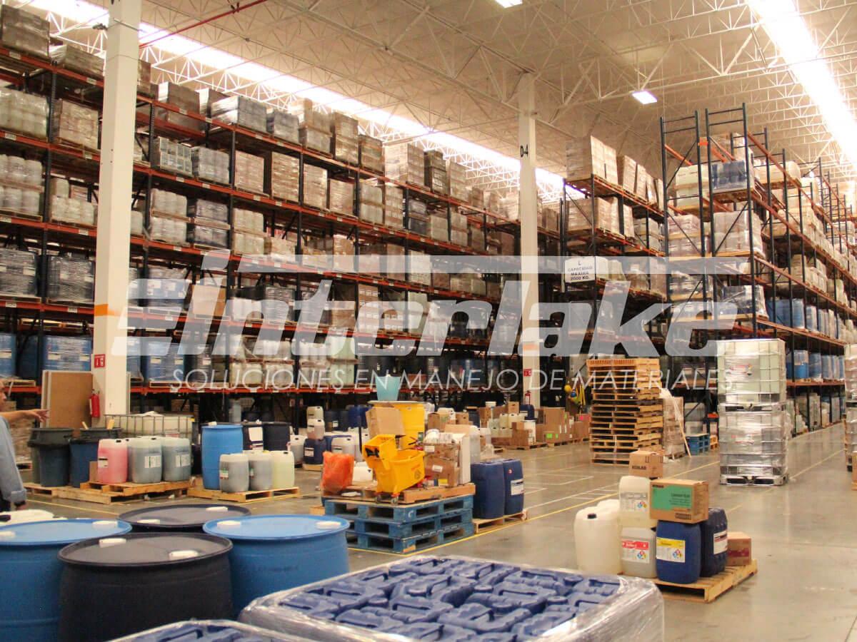 El manejo de materiales en el almacén y los Warehouse racks