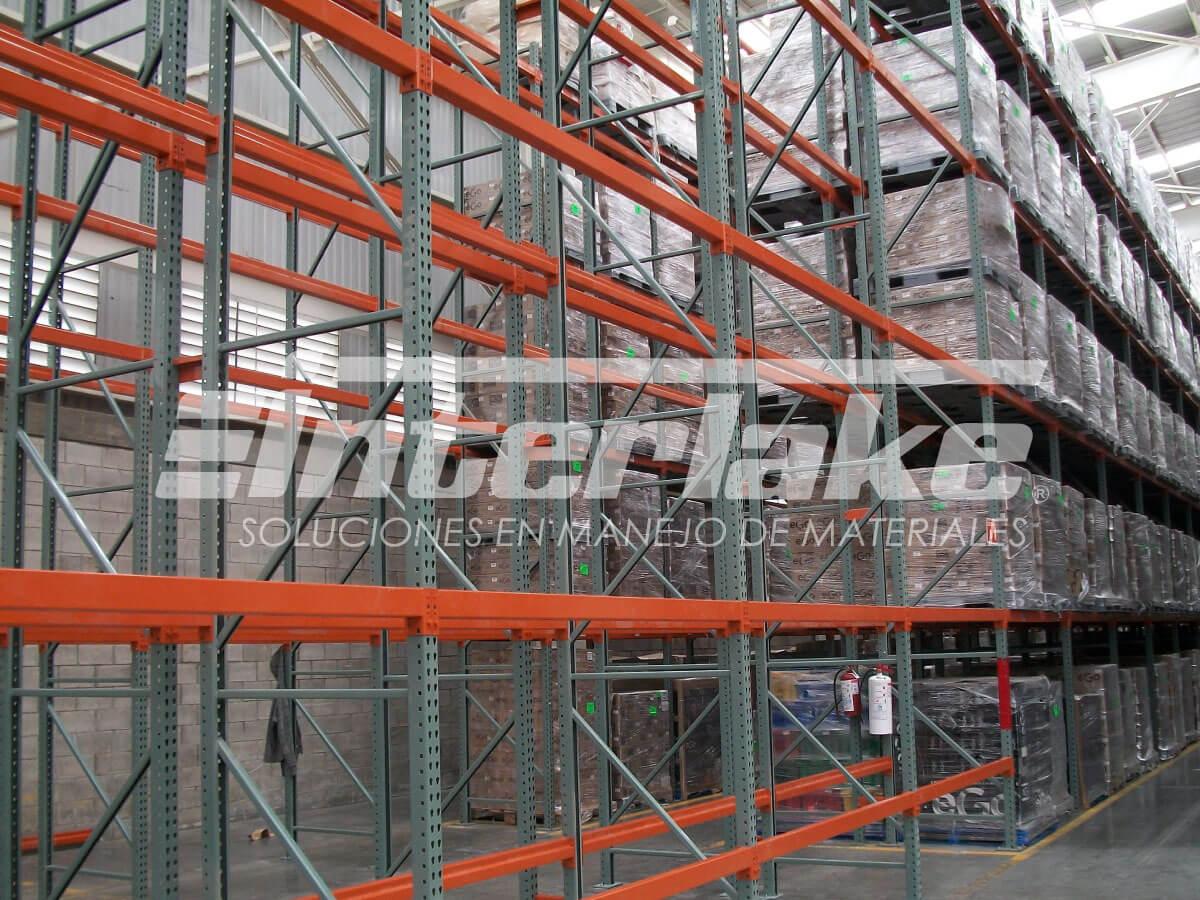 Warehouse racks, accesibilidad al cliente