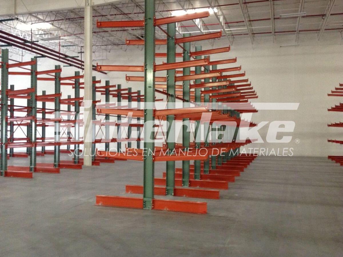 Estanterías Cantilever, estructuras ideales para cargas largas y pesadas