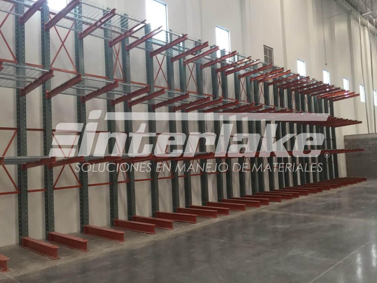 Estanterias Cantilever la opción para cargas pesadas y ligeras longitudinales