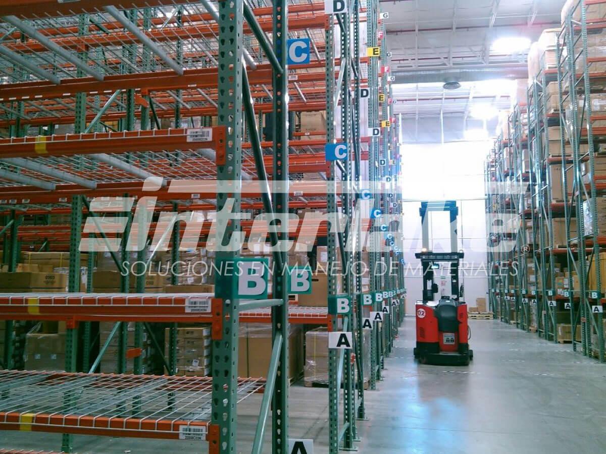Estrategias de almacenamiento de productos en los racks industriales