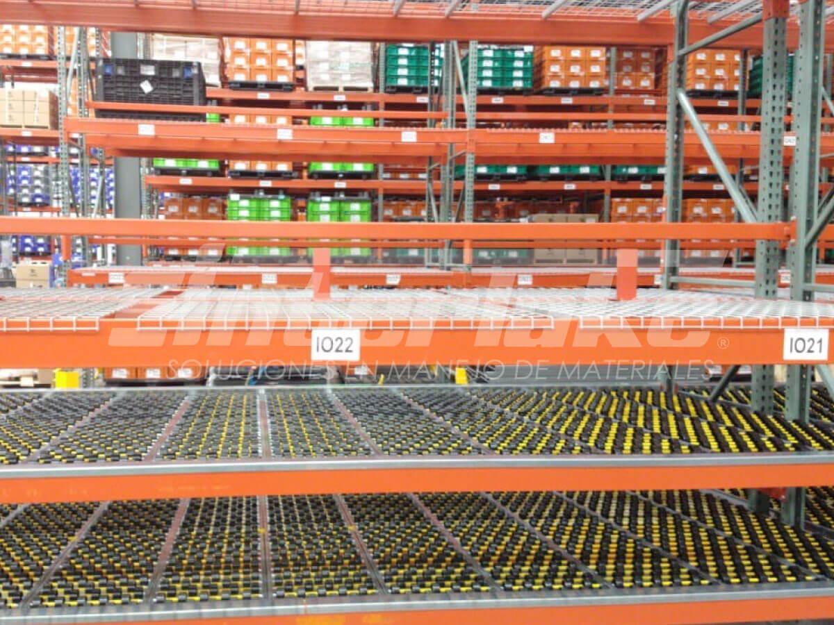Los racks metálicos permiten la eficacia logística de los almacenes