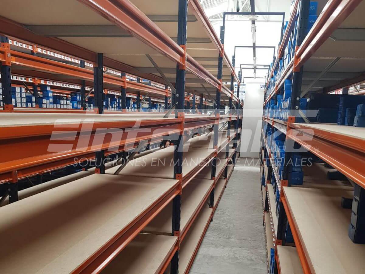 Las estanterías y la aplicación de medidas mejorarán el picking de su almacén