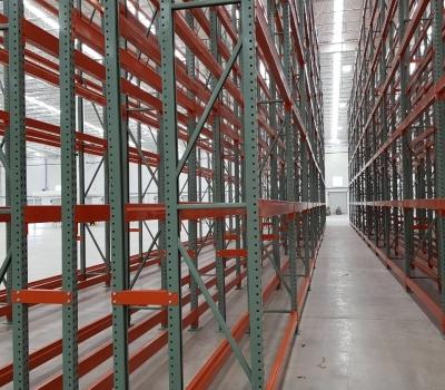 ¿Qué estanterías son las más usadas en almacenes de grandes tiendas de alimentos?