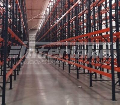 Rol de los racks industriales en la logística de almacenaje